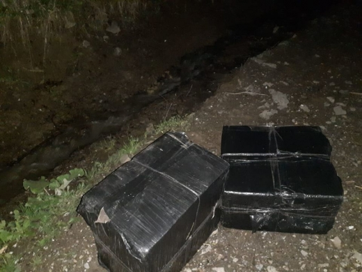 Поблизу кордону з Румунією затримали 23-річного закарпатця з контрабандними цигарками