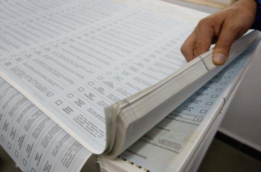 На Мукачівщині голова ДВК незаконно видавала бюлетені на імена осіб, які перебували за кордоном - прокуратура