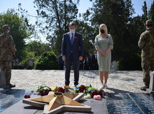 В Ужгороді відзначили 75-у річницю перемоги над нацизмом у Другій світовій війні 1939-1945 років та День пам'яті і примирення