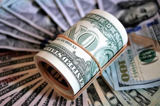 """Курс валют на 8 травня: міжбанк, """"чорний"""" та готівковий ринки"""