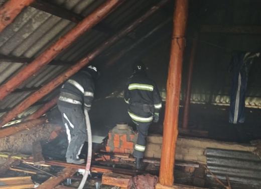 На Мукачівщині рятувальники ліквідували пожежу в житловому будинку