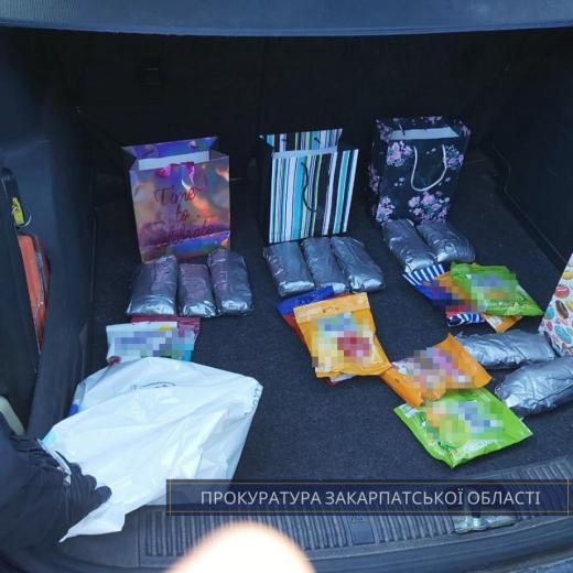 В Ужгороді судитимуть громадянина Словаччини, в автівці якого виявили пакунки з метамфетаміном