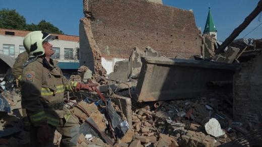 Обвал стіни кінотеатру у Виноградові: під завалами знайшли мертвого чоловіка