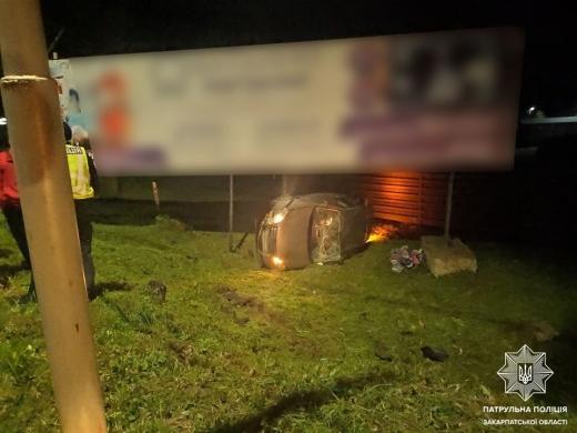 В Ужгороді водій Volkswagen на швидкості з'їхав у кювет