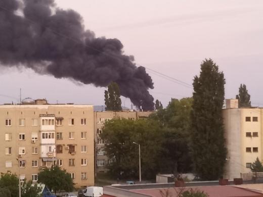 В Ужгороді неподалік від залізничного вокзалу горять шини (ФОТО)