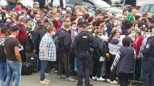 На угорсько-румунському кордоні черги румун, які хочуть повернутися додому