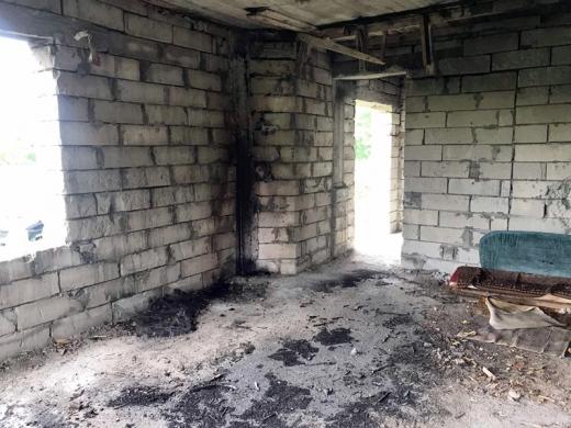 На Ужгородщині безхатьки влаштували пожежу в новобудові