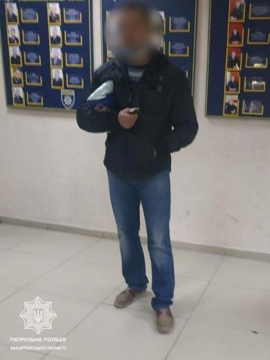 В Ужгороді затримали чоловіка, який імовірно вкрав із лікарні медикаменти та особисті речі правцівників