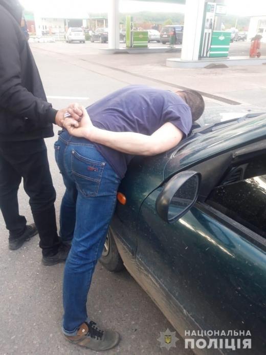 Закарпатські полісмени затримали наркоторговця: всі деталі