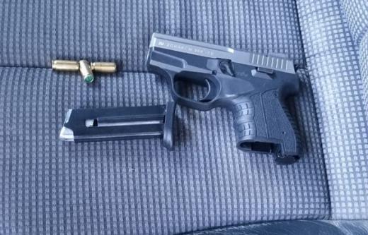 Зброя та наркотики: на закарпатському пункті пропуску виявили заборонені речі