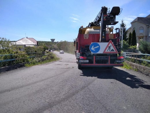 Дороги місцевого значення ремонтують сьогодні на Закарпатті