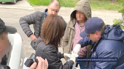 Закарпатського податківця затримали при отриманні кругленької суми хабаря