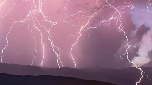 Наближається гроза: закарпатців попередили про погіршення погодних умов
