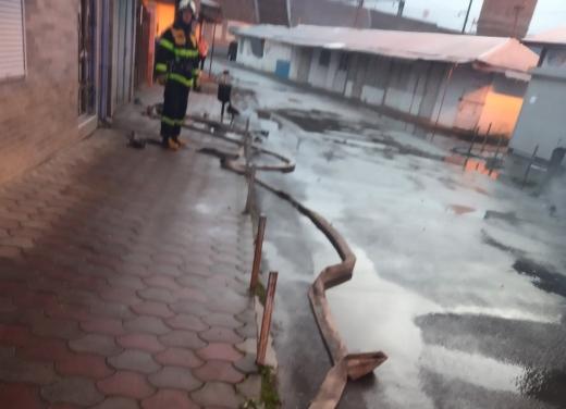 У Сваляві рятувальники гасили пожежу в двоповерховій комерційній будівлі