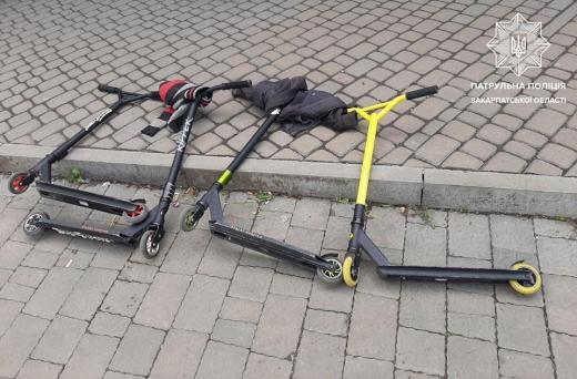 В Ужгороді четверо неповнолітніх вкрали самокати з магазину (ФОТО)