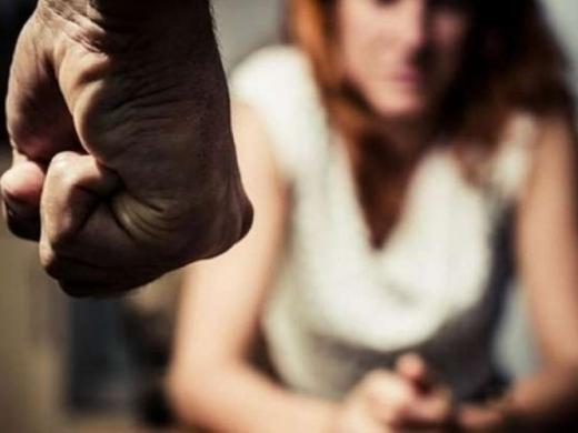 В Ужгороді через зауваження про порушення ПДР невідомий чоловік вдарив жінку