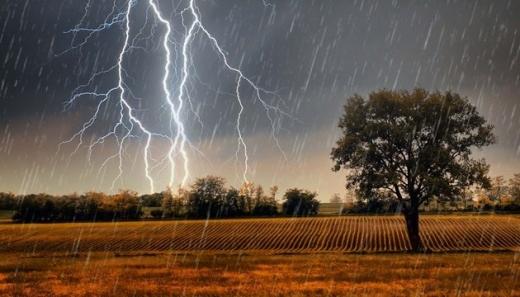 Дощі з грозами та можливий град: синоптик розповіла про погоду 4 червня та повідомила про потепління