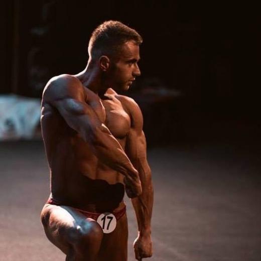 «Пішов подивитися на змагання, і виникло бажання спробувати»: ужгородський спортсмен – про заняття бодібілдингом, мрії та мотивацію
