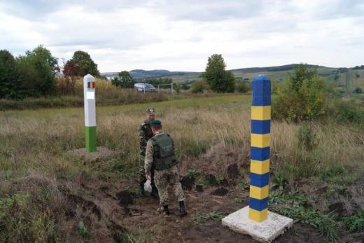 Нелегала та переправнків на одному із закарпатських кордонів затримали прикордонники