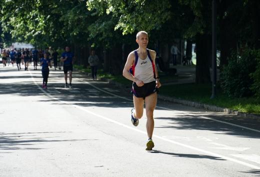 Біжи до мети: в Ужгороді спортсмени та аматори пробігли 10 км