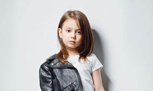5-річна ужгородка Кіра Касинець декламує дорослі вірші: відео