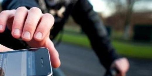 Вдарив перехожого і забрав телефон: в Мукачеві затримали зухвалого грабіжника