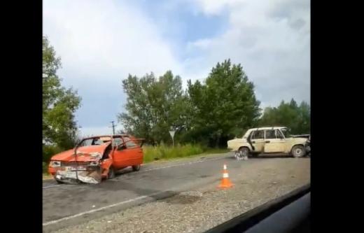 На Закарпатті сталася аварія: машини розбиті вщент