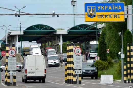 Угорщина відновила пропуск з України пасажирських автобусів