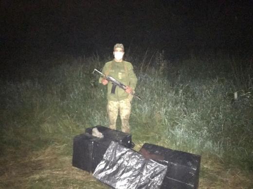 На Закарпатті курсанти-прикордонники затримали чоловіка, який намагався незаконно потрапити з Угорщини до України