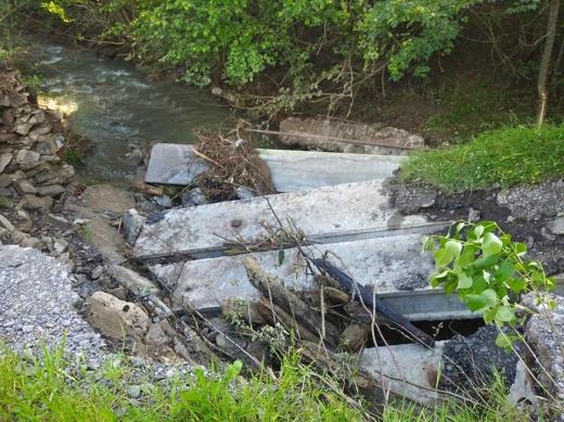 На Великоберезнянщині медики не змогли дістатись до хворого через зруйнований паводком міст (ФОТО)