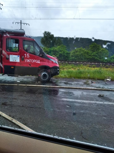 Моторошна аварія на Закарпатті: одна з автівок згоріла вщент