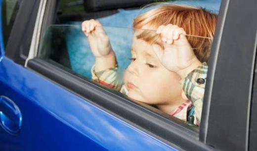 Чому не можна залишати нікого в машині на сонці