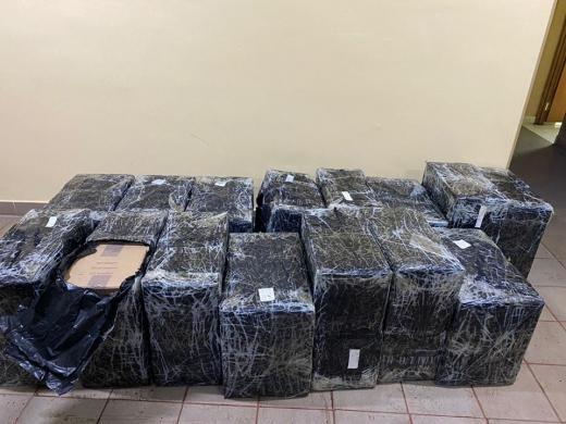 Поблизу кордону з Румунією контрабандисти під час втечі залишили 26 ящиків цигарок