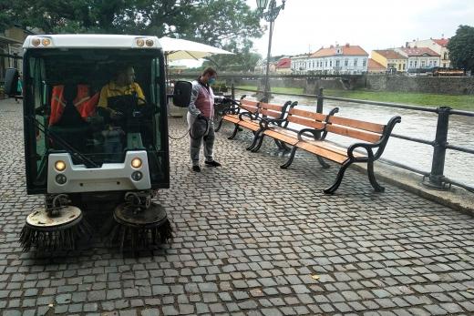 Дезінфекцію в місцях найбільшого скупчення людей провели в Ужгороді