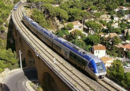 Французька залізниця почала перехід на сонячну енергію