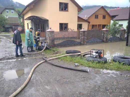 Наслідки негоди на Рахівщині: рятувальники підбили перші підсумки (фото)