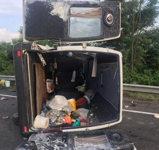 За інформацією поліції причиною аварії мікроавтобуса на Ужгородщині стала технічна несправність (ВІДЕО)