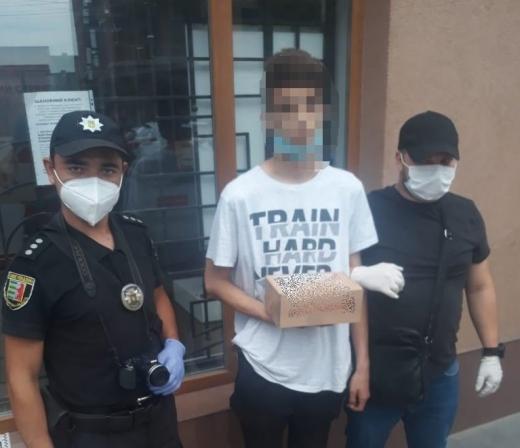 В Ужгороді затримали 19-річного юнака з пакетом з метамфетаміном