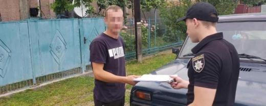 Нищили автівки таксі: закарпатські поліціянти затримали вандалів