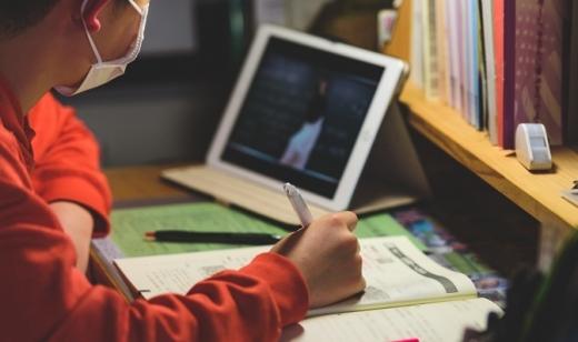 Учні можуть не повернутися до шкіл з вересня: влада не виключає дистанційне навчання