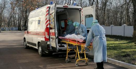 Вперше за весь час епідемії: в Україні госпіталізували рекордну кількість людей з COVID-19