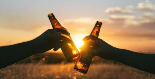 Чому не можна пити алкоголь у спеку