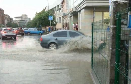 Венеція в обласному центрі: Ужгород накрила потужна негода