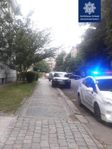 Очевидців неприємної автопригоди в Ужгороді шукають патрульні