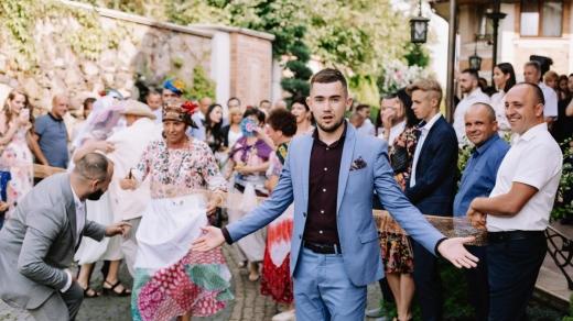 Наша Файта розповіла, як святкують весілля у різних куточках Закарпаття