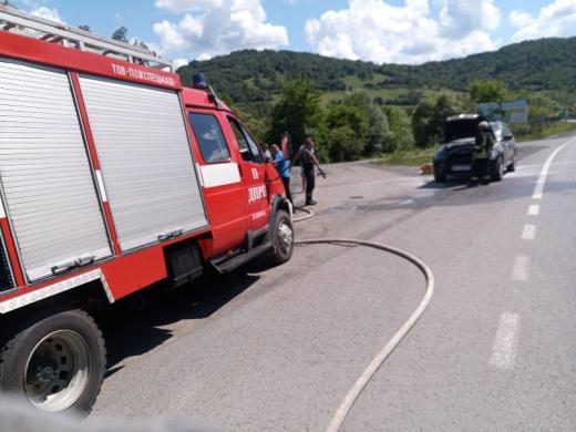 На Закарпатті під час руху загорілося авто