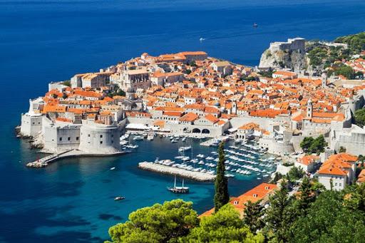 Хорватія змінила правила в'їзду: тепер лише з тестом або самоізоляцією