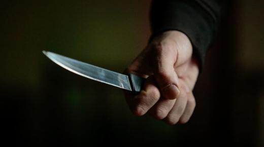 На Виноградівщині неповнолітній хлопець поранив ножем односельця