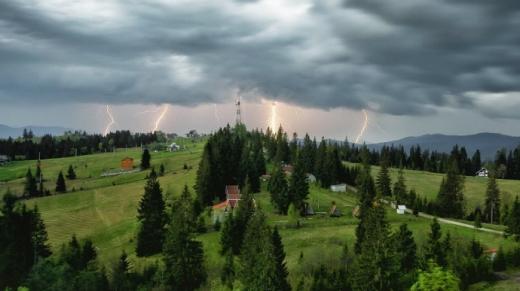 Негода знову загрожує заходу України: на Закарпатті значні дощі