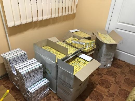 Понад 4 тисячі пачок сигарет планували переправити до Румунії контрабандисти
